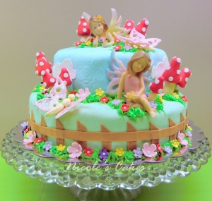 on birthday cakes: a fairy garden cake!