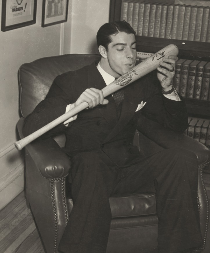 Joe_DiMaggio_salutes_his_bat.jpg